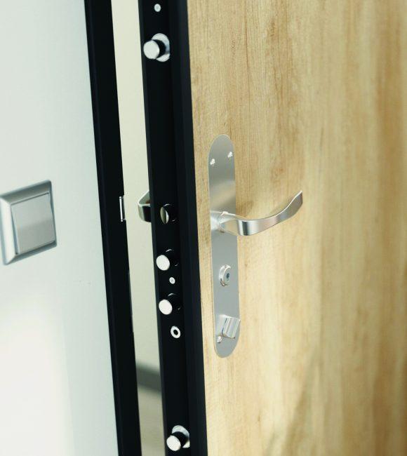 Gros plan sur serrure multipoints installée par Point Protection